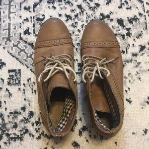 Short combat boots